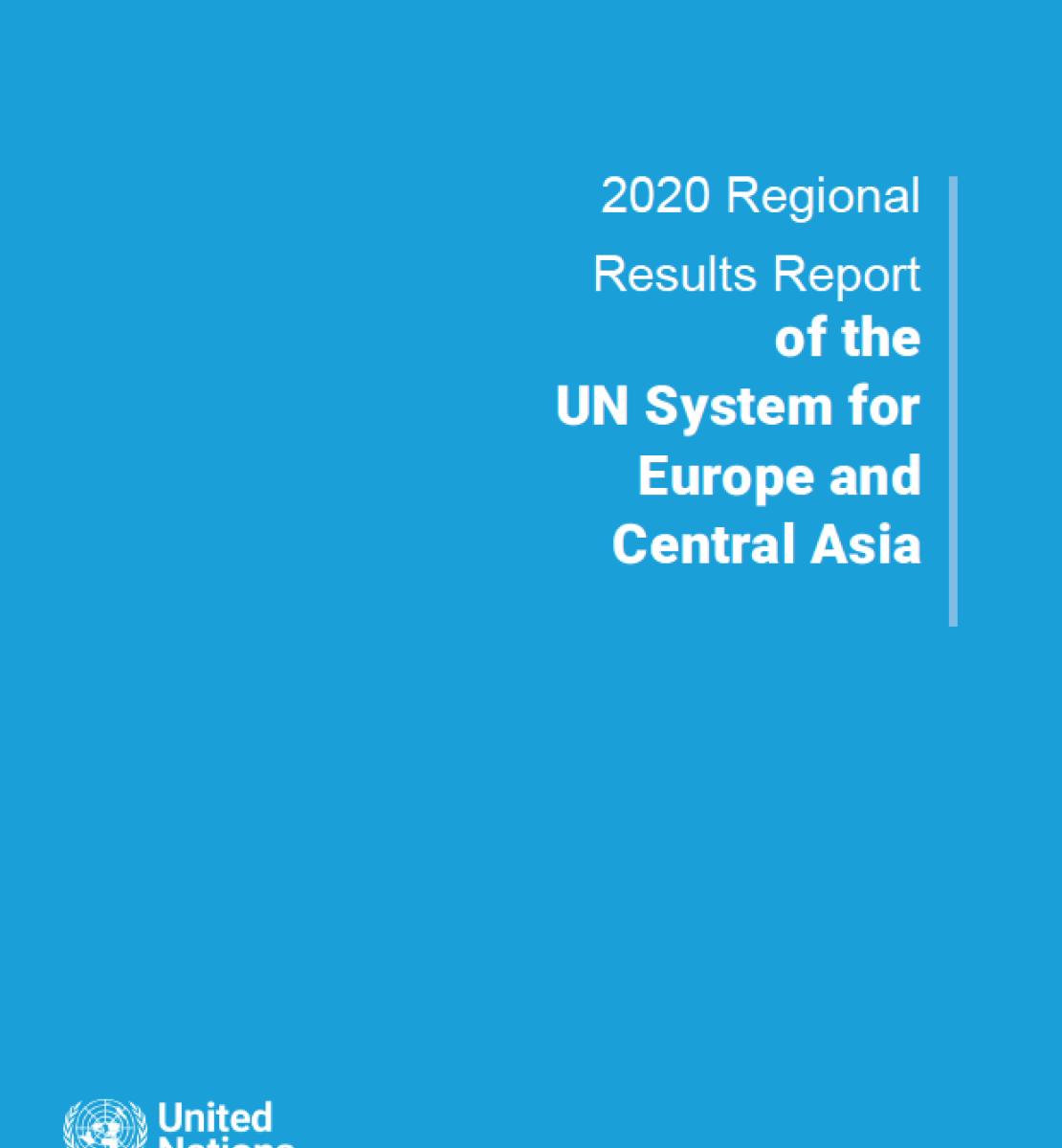 """Page de couverture d'un rapport sur fond bleu sur laquelle figurent, en lettres blanches, le titre """" Rapport sur les résultats régionaux 2020 du système des Nations Unies pour l'Europe et l'Asie centrale """" en anglais, ainsi que le logo de l'ONU, en bas à gauche."""